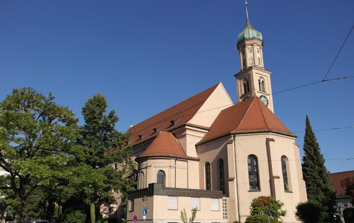 Außenansicht der Kirche St. Peter und Paul